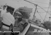 14岁男孩骑电动车撞成重伤 警车连闯红灯紧急救助