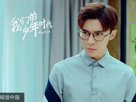 在电视剧《我们的少年时代》中薛之谦饰演的陶西和唐禹哲饰演的白舟图片