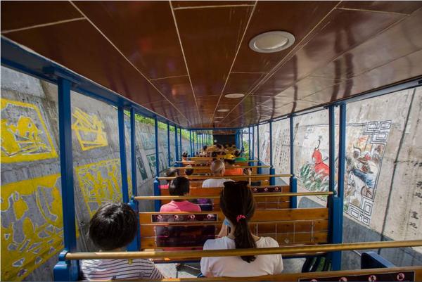 东营这个景区赏画是坐着火车看的!