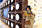 山东青岛:在栈桥书店品读海洋文化