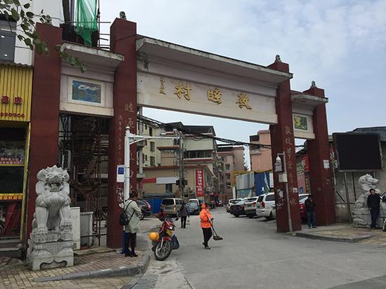 敦睦村是市区城中村,村内出租房林立。