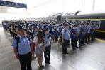 直击︱161名重大电信诈骗团伙成员押解回杭