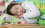 2岁女童家中午睡 神秘男子破门而入拿针扎破其脚