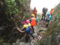 温州一峡谷内山洪爆发20多名驴友被困 紧急时刻他们挺身而出