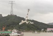 镇江五峰山长江跨越塔成功爆破,5万吨海轮可沿长江直抵南京