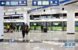 """北京两男子""""寻刺激""""打碎20多扇地铁玻璃 涉嫌寻衅滋事罪被刑拘"""