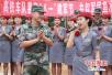 """郑州:高铁职工喜迎""""八一""""建军节 共叙军民鱼水情"""