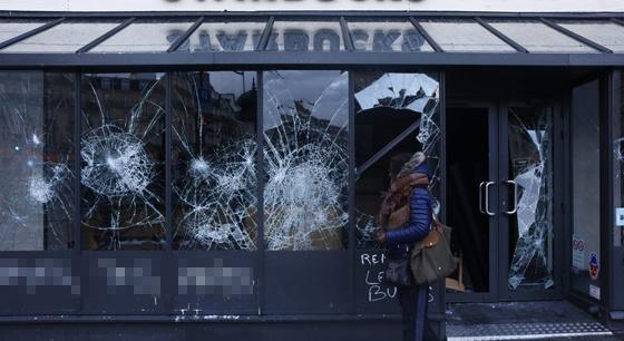 一片惨淡!黄背心运动后的巴黎街景